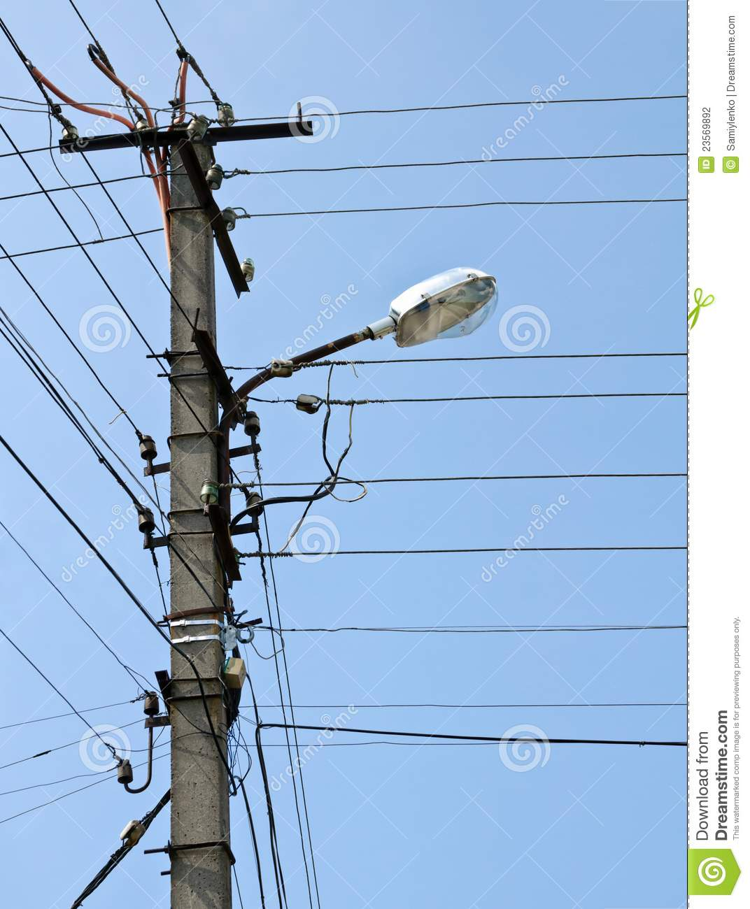 Light Pole Terminology: Pole With Electrical Lines And Street Light Stock Photo