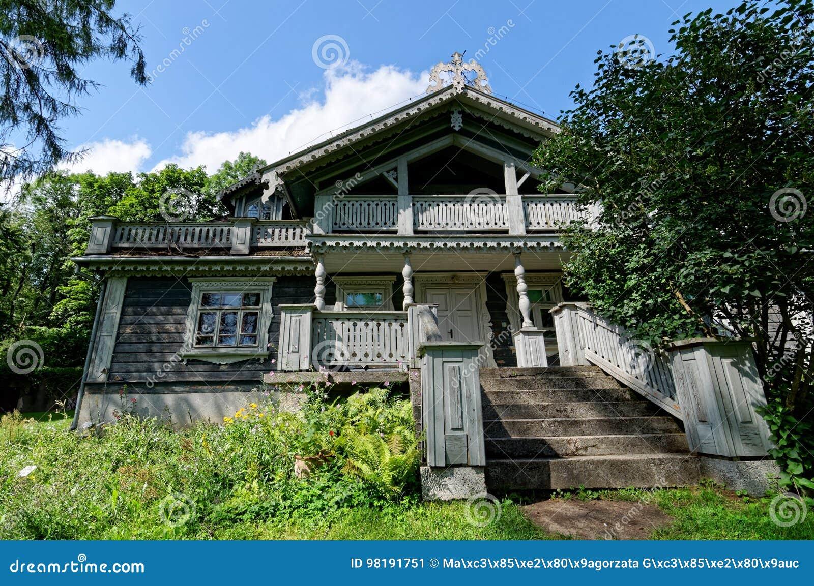 Polen, Bialowieza-Paleispark Oude houten, historische jagersmanor De oudste bouw in Bialowieza