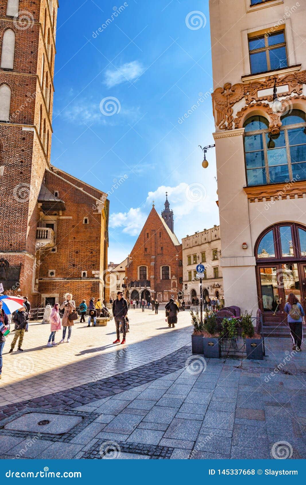 Polen, Krakau Kirche von St. Barbara gelegen auf Plac Mariacki und Nachbarn mit St. Mary Basilica