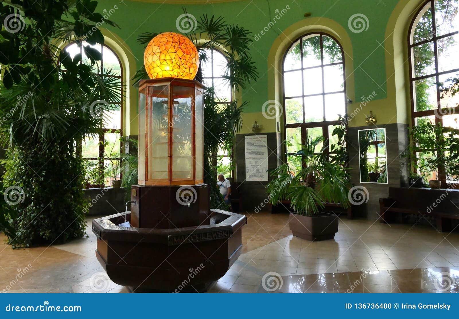 Polen, Kudowa Zdroj - 17. Juni 2018: Der Innenraum des Pavillons der Mineralwässer