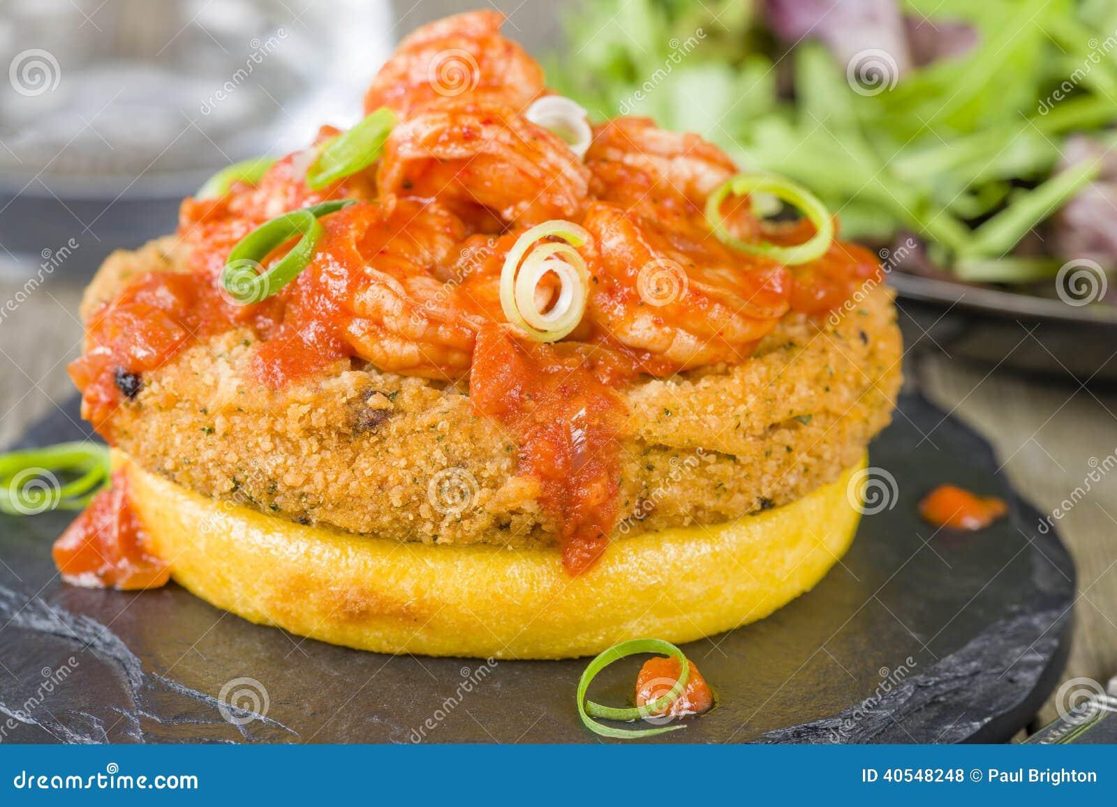 Polenta, Fishcake & πικάντικες γαρίδες