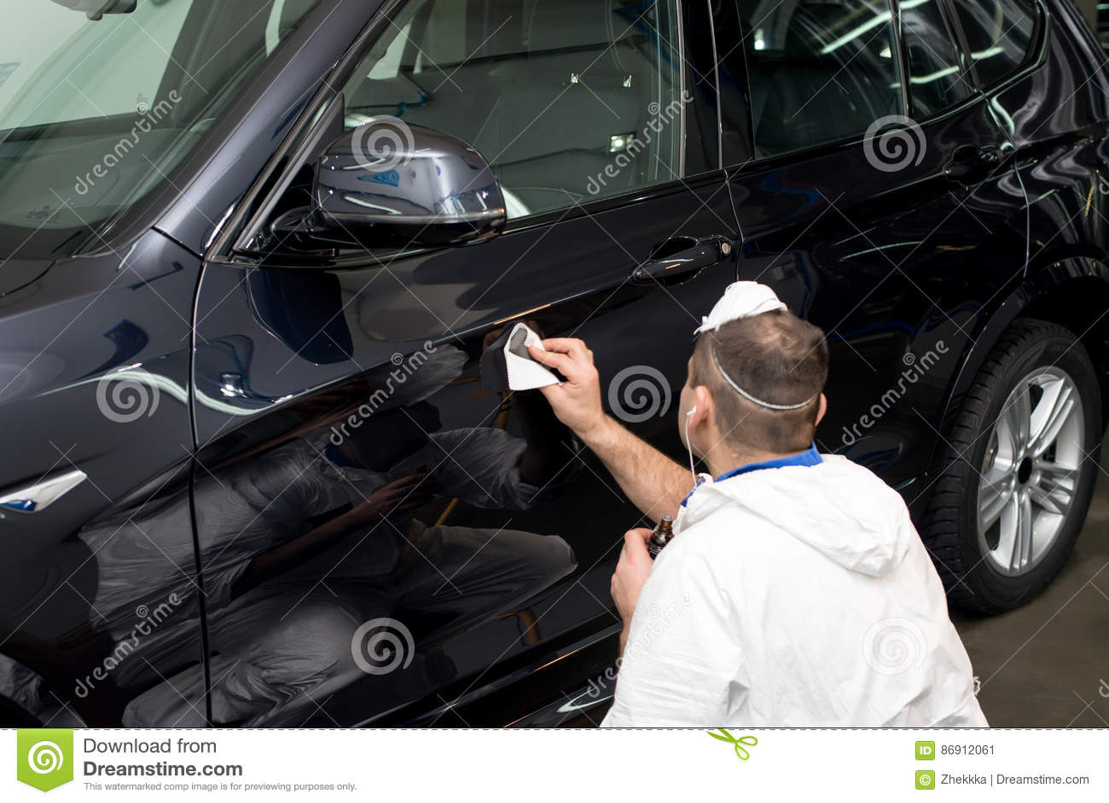 Polerad svart bil