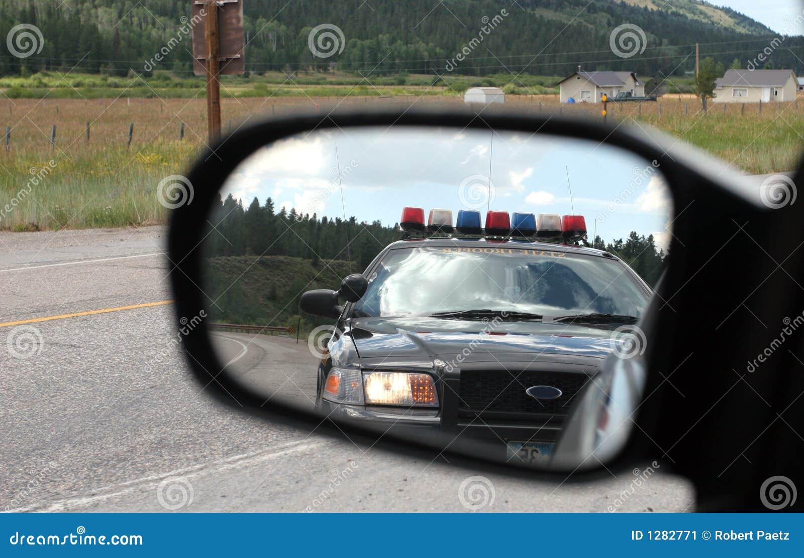 Policía en el espejo