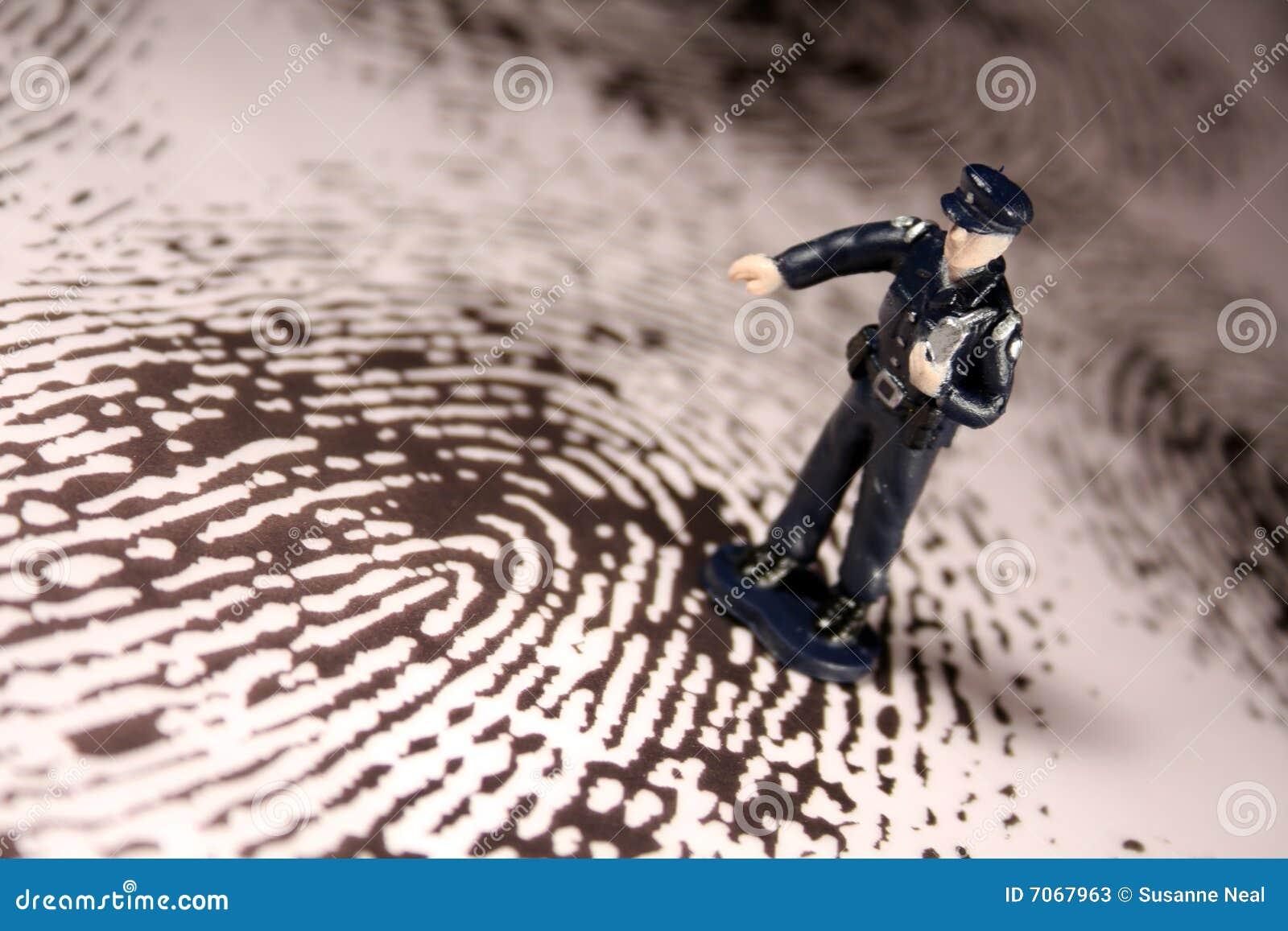 Policía en huella digital gigante