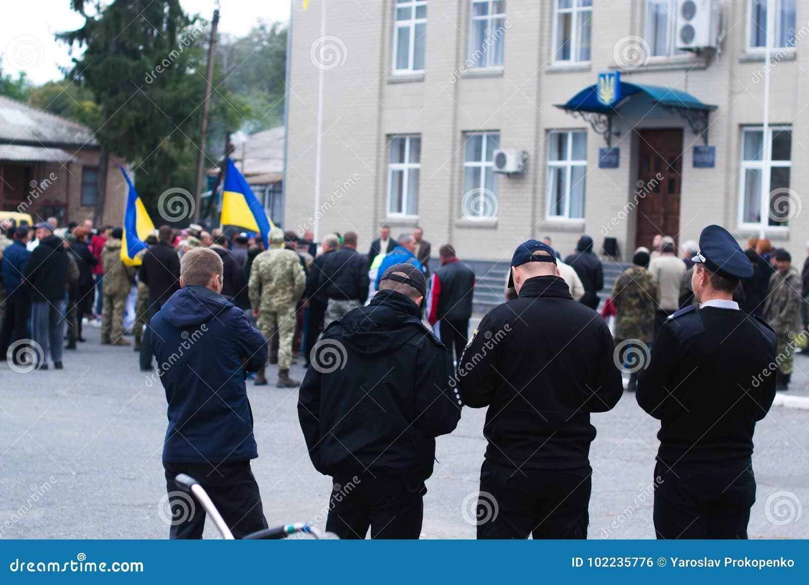 Policía para las protestas en la ciudad ucraniana el 2 de octubre de 2017