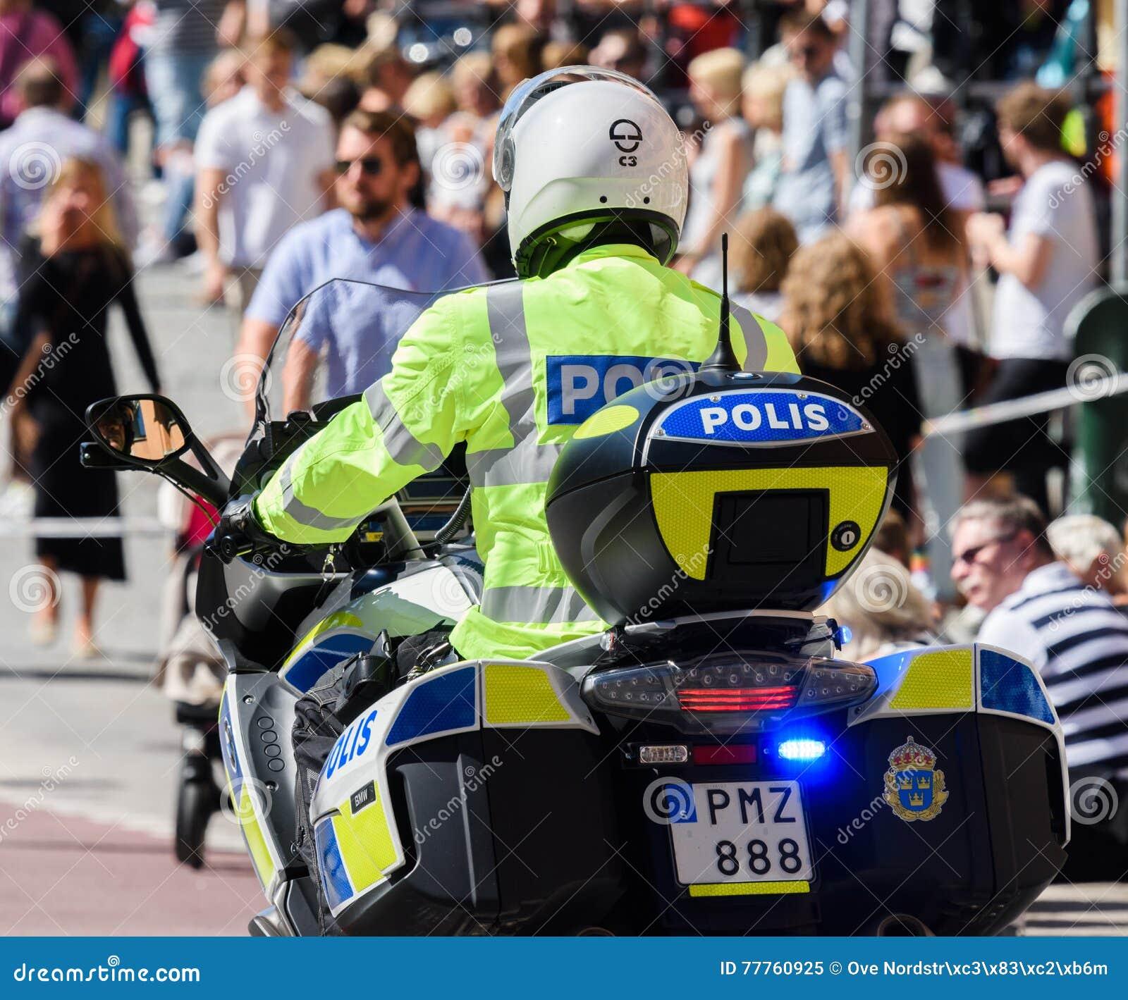 Police suédoise de moto à Stockholm Pride Parade 2015