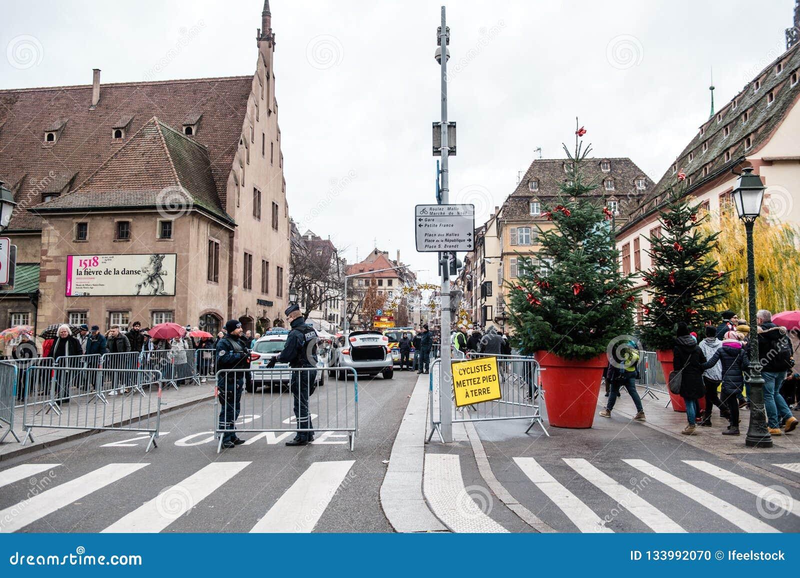 Policier le marché surveilling de Noël en France