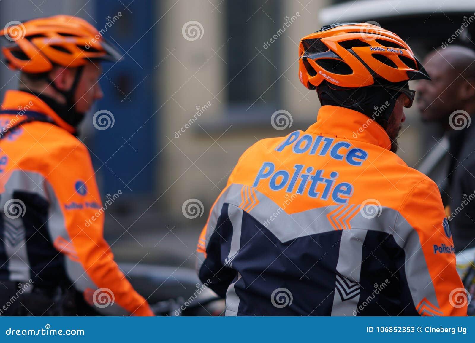 Policiers belges sur des bicyclettes