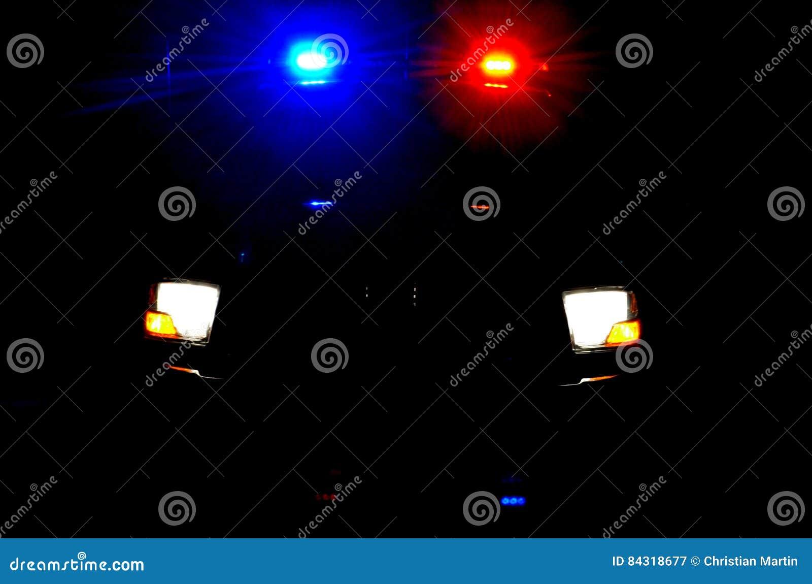 Policj światła podczas nocy