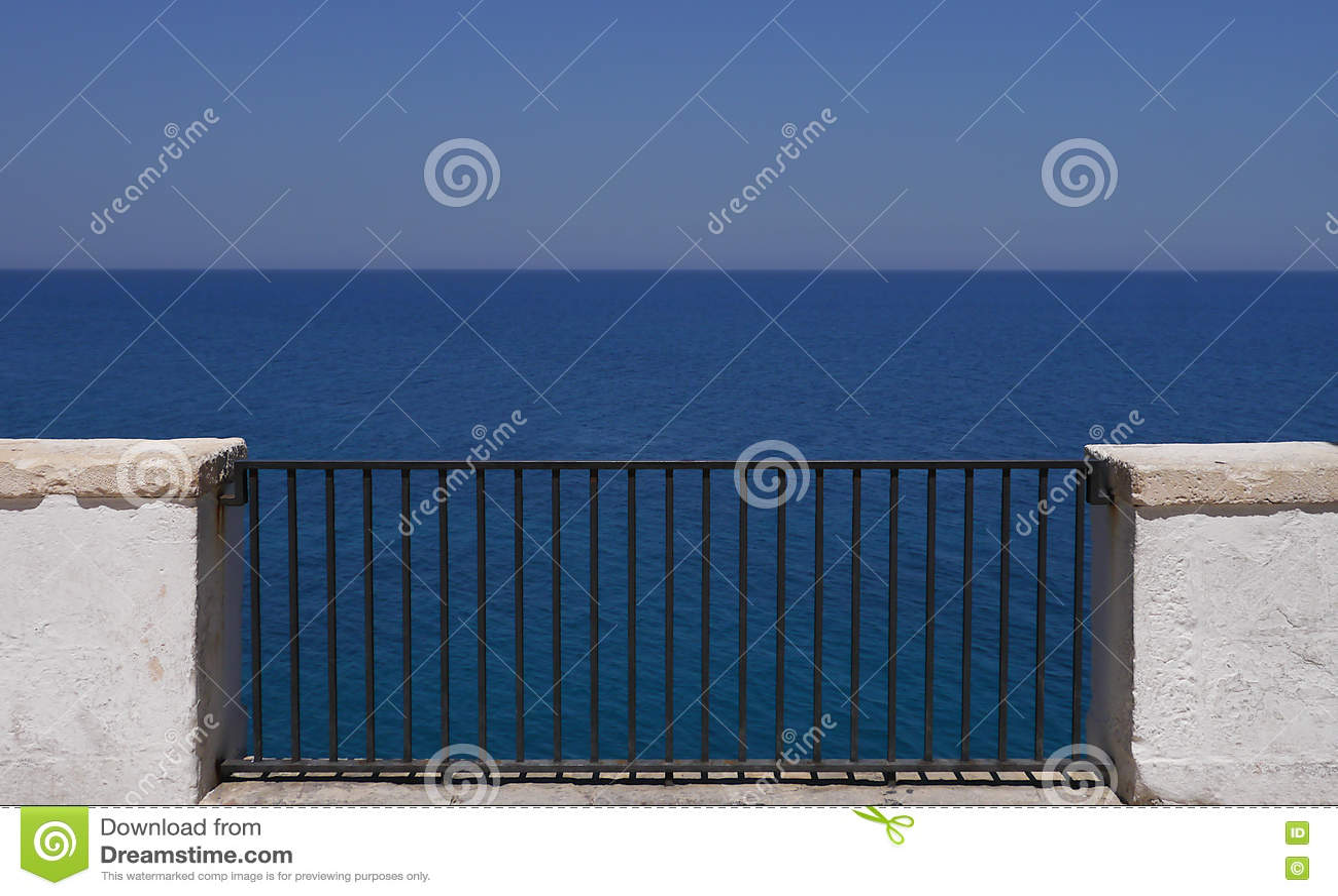 Polignano, un balcon vers la mer, Puglia, Italie