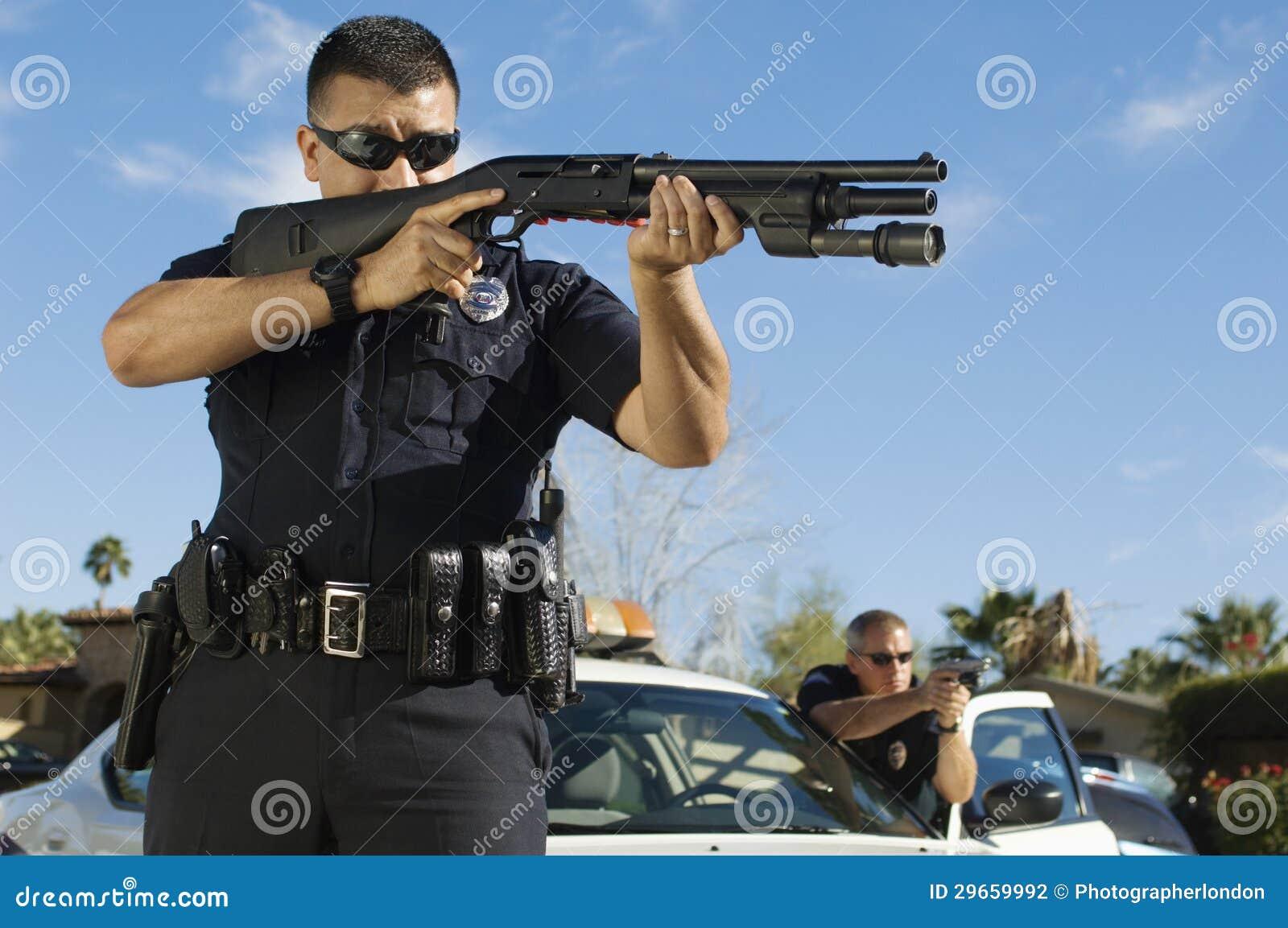 Polis With Shotgun
