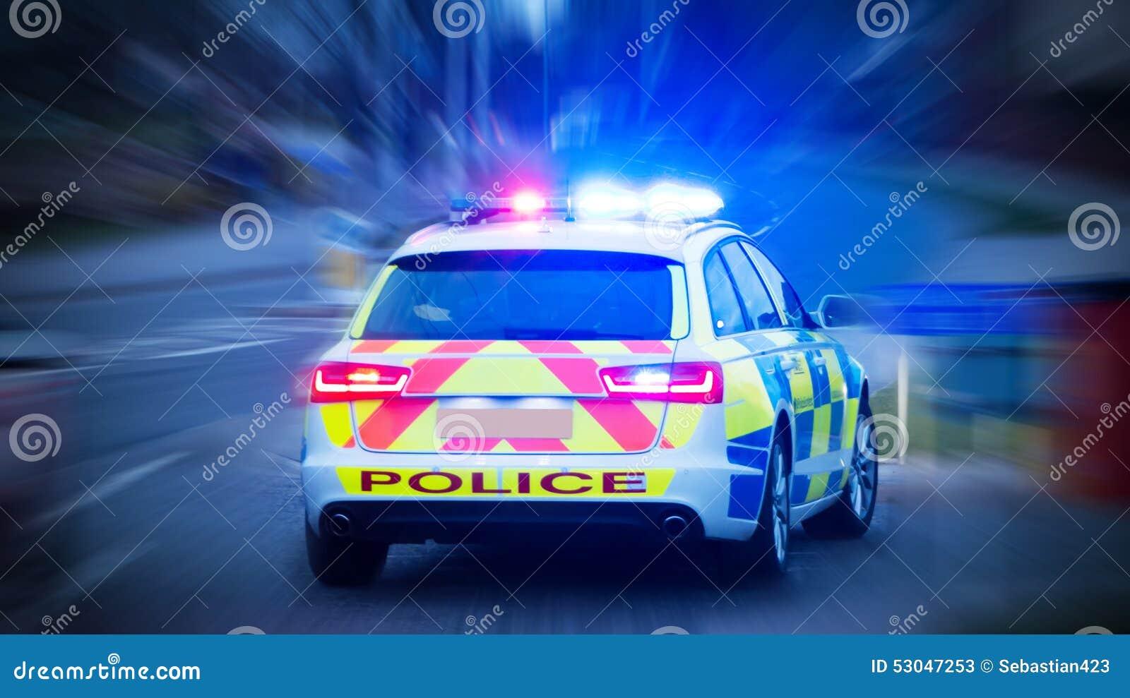 Polisbil med nöd- ljus på