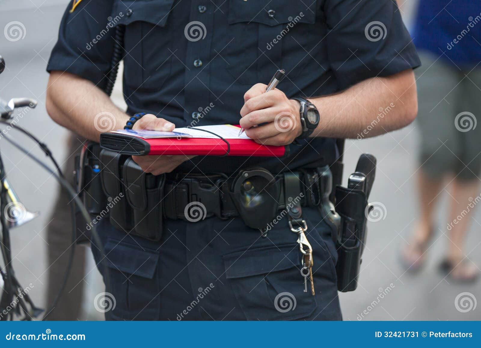 Polisen skriver biljetten