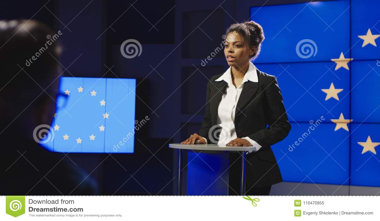Politicien féminin de l UE ayant la conférence de presse