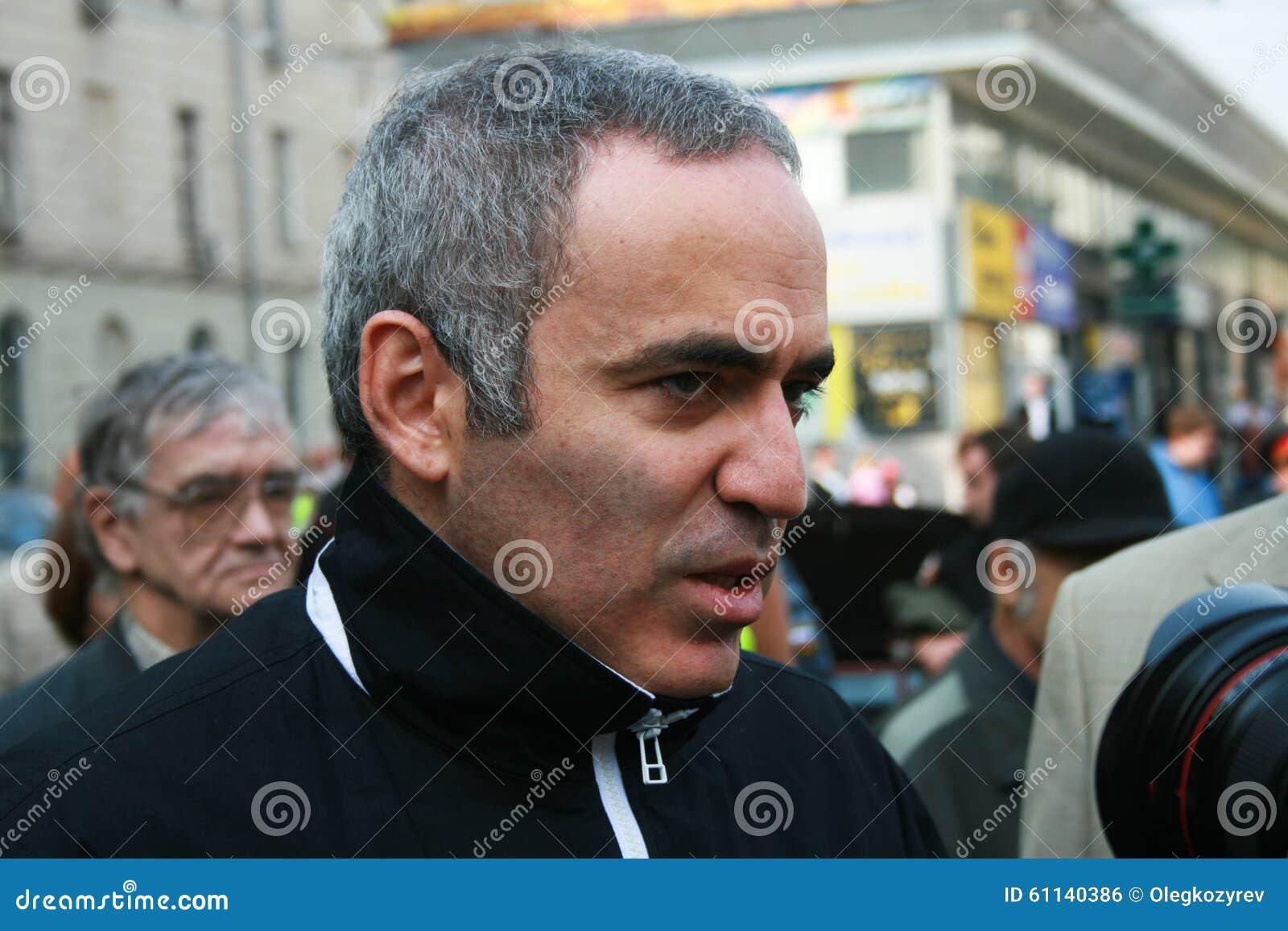 Politicien Garry Kasparov lors de la réunion commémorative