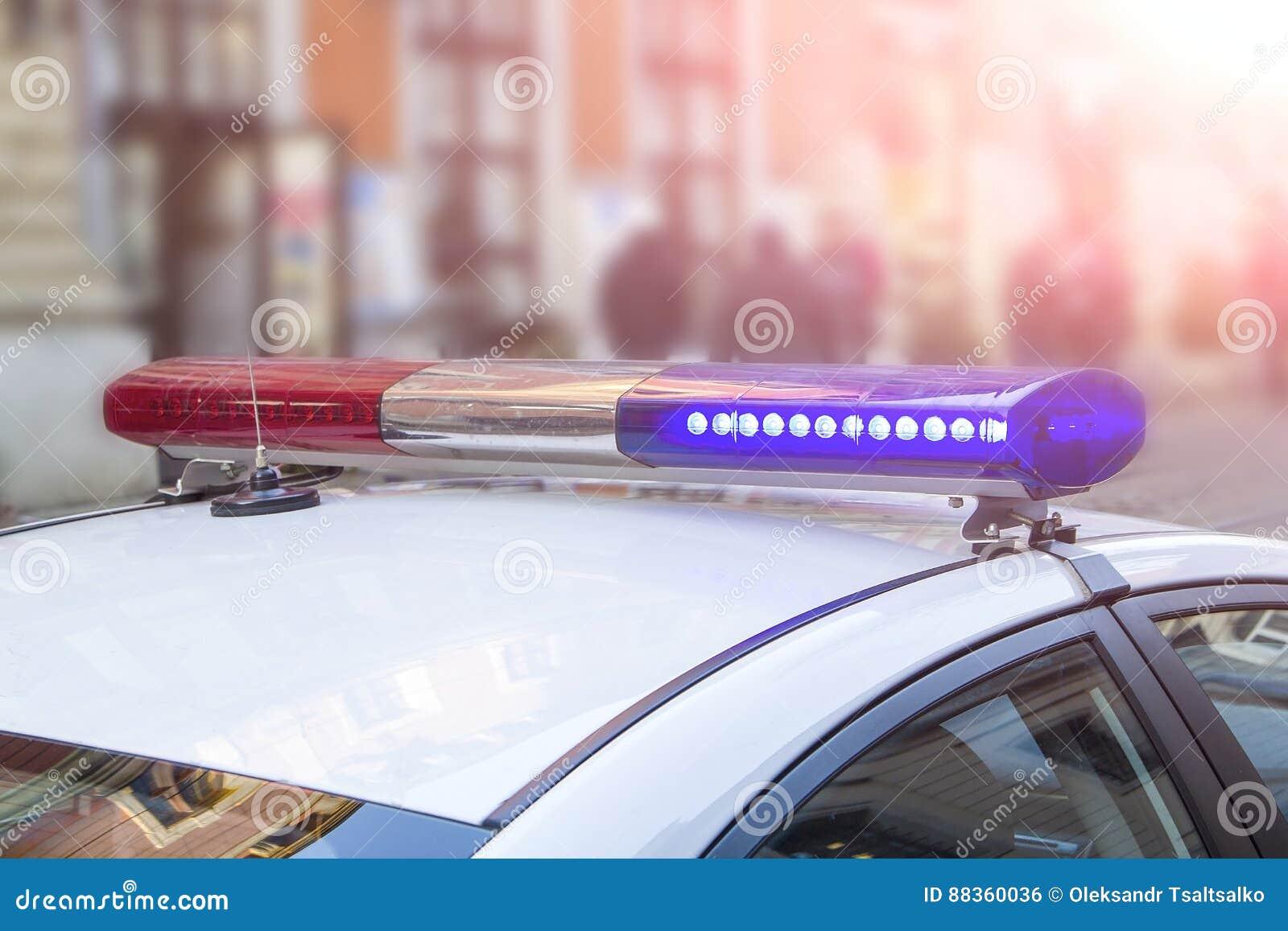 Politielicht en sirene op de auto