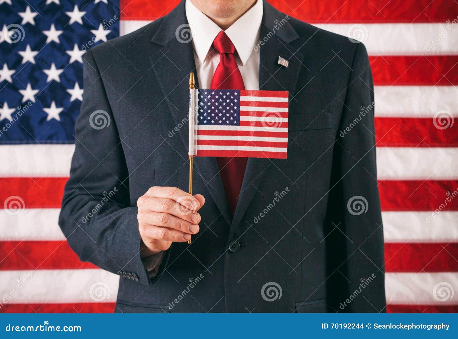 Politiker: Man som rymmer den lilla USA flaggan på pinnen