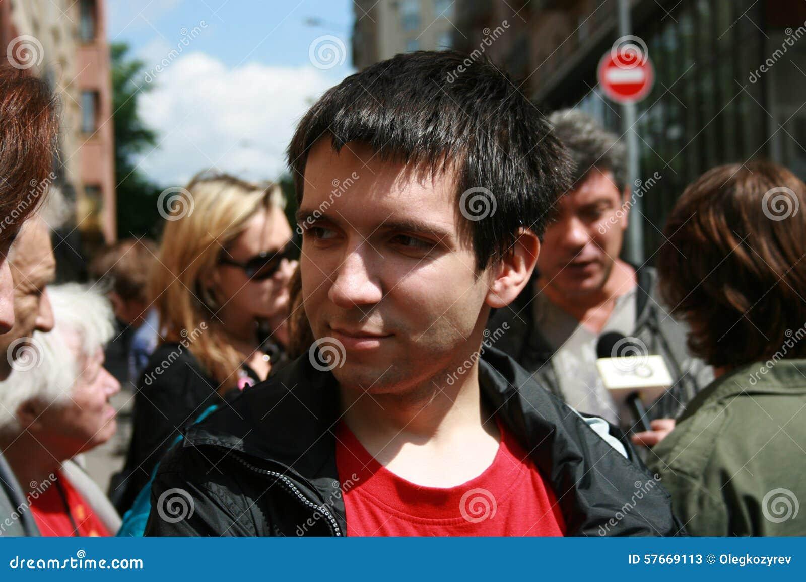 Polityczny aktywista Oleg Kozlovsky protestować w poparciu dla Khodorkovsky