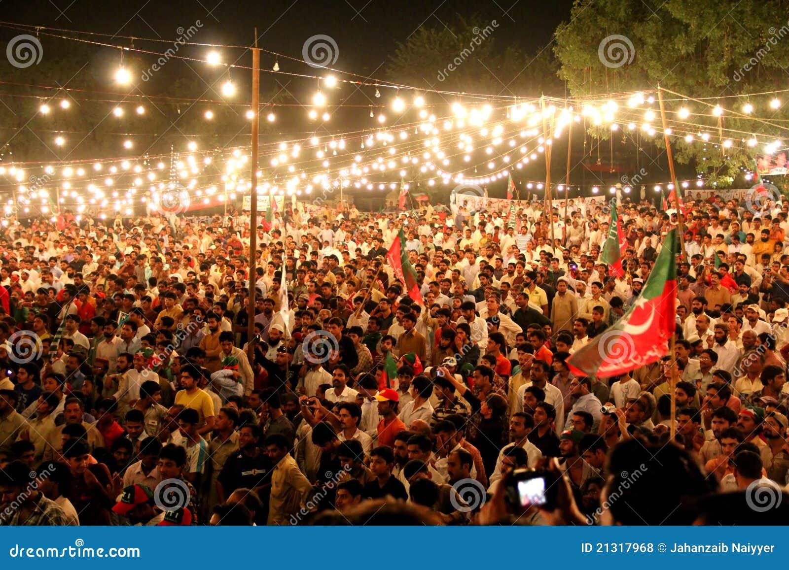 Polityczny tłumu wiec