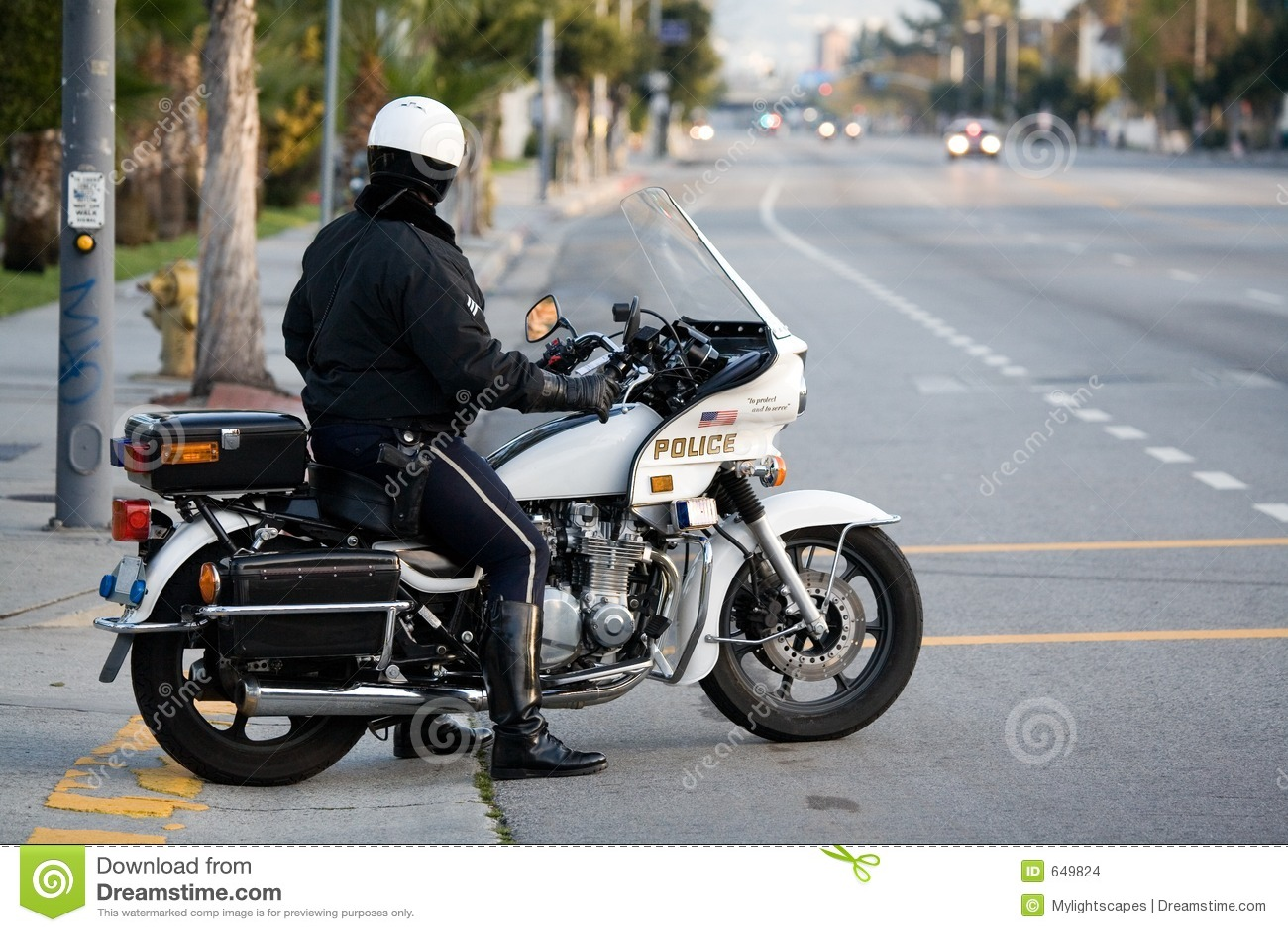 Polizist auf einem Polizeimotorrad