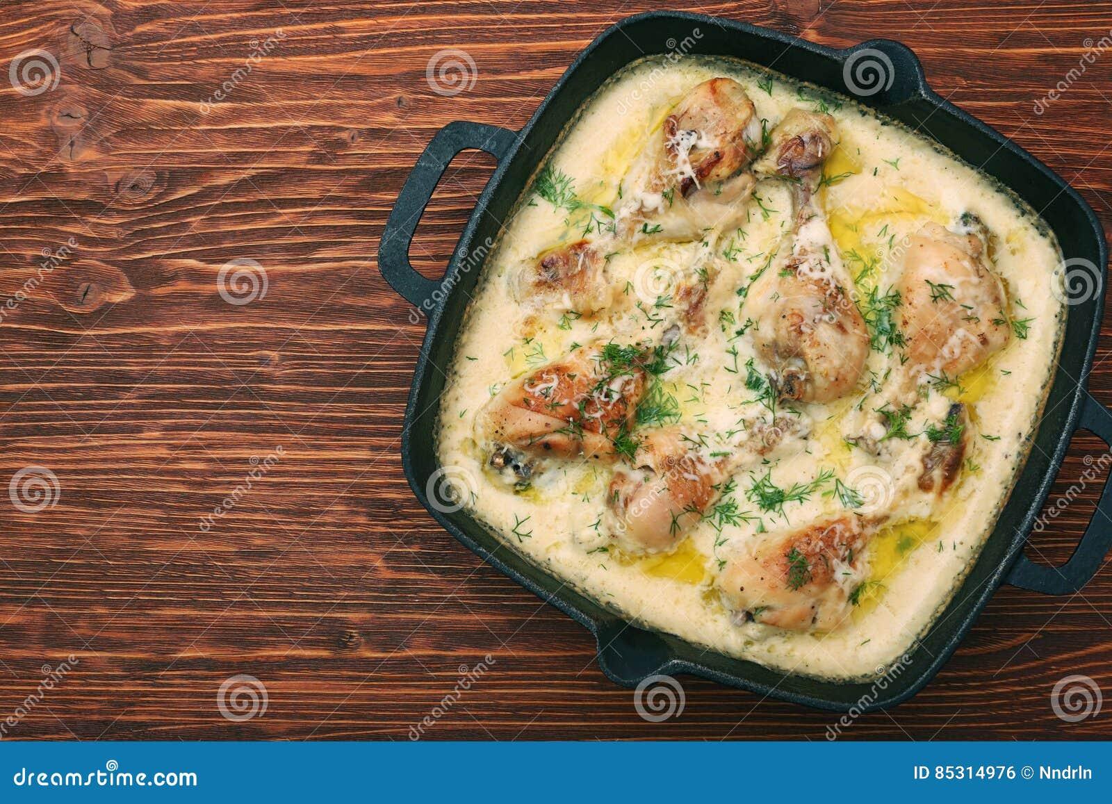 Pollo arrostito con salsa cremosa