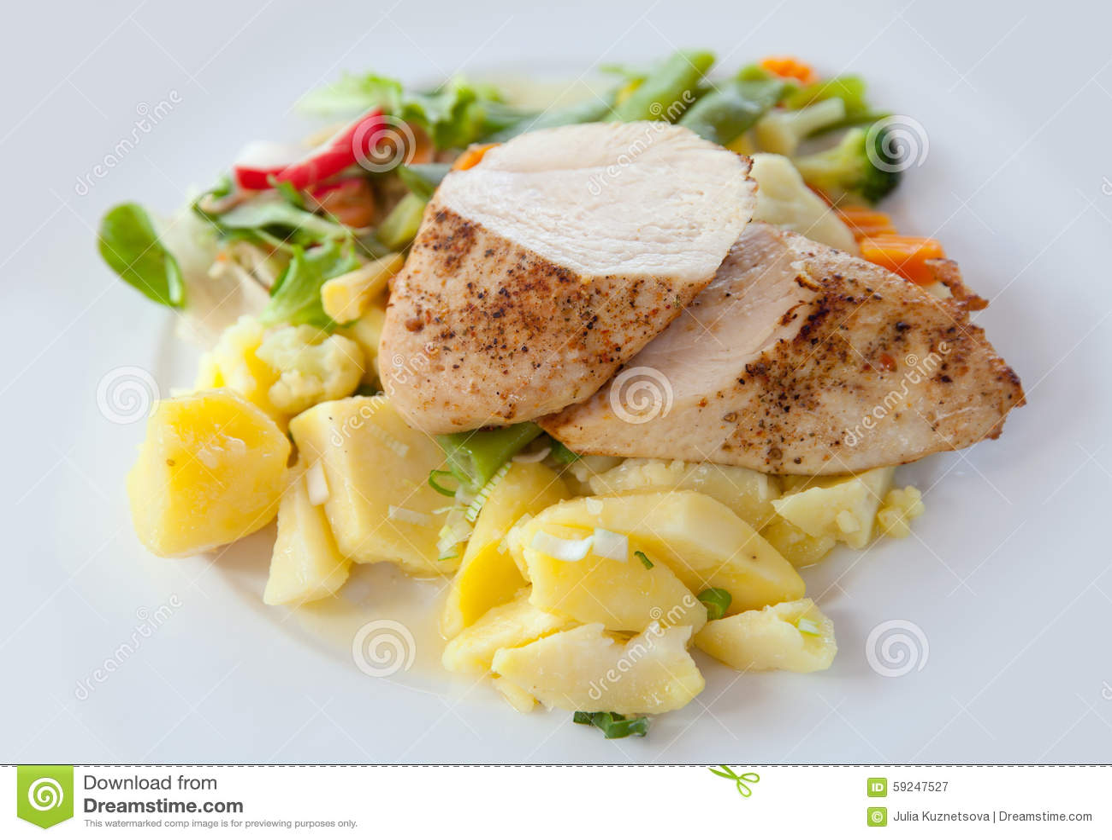 Pollo asado con la patata hervida