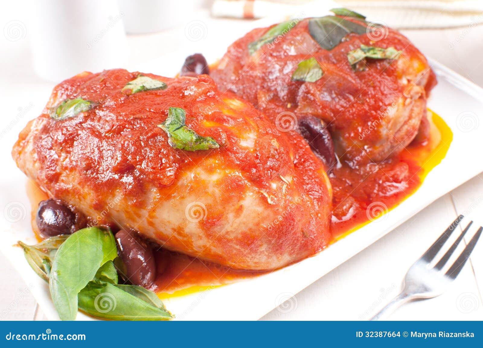 Pollo cocido con albahaca salsa de tomate y aceitunas - Salsa para bogavante cocido ...