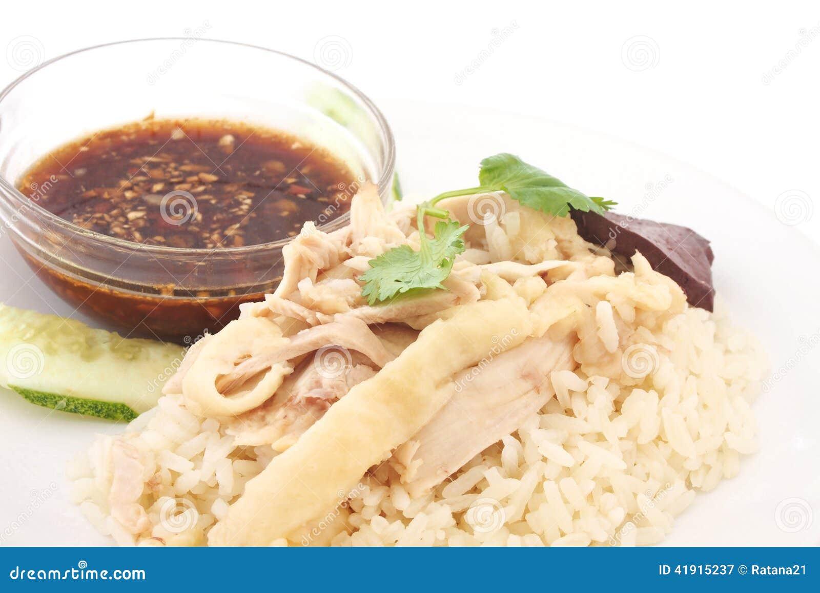 Pollo cortado del Hainan-estilo con arroz adobado