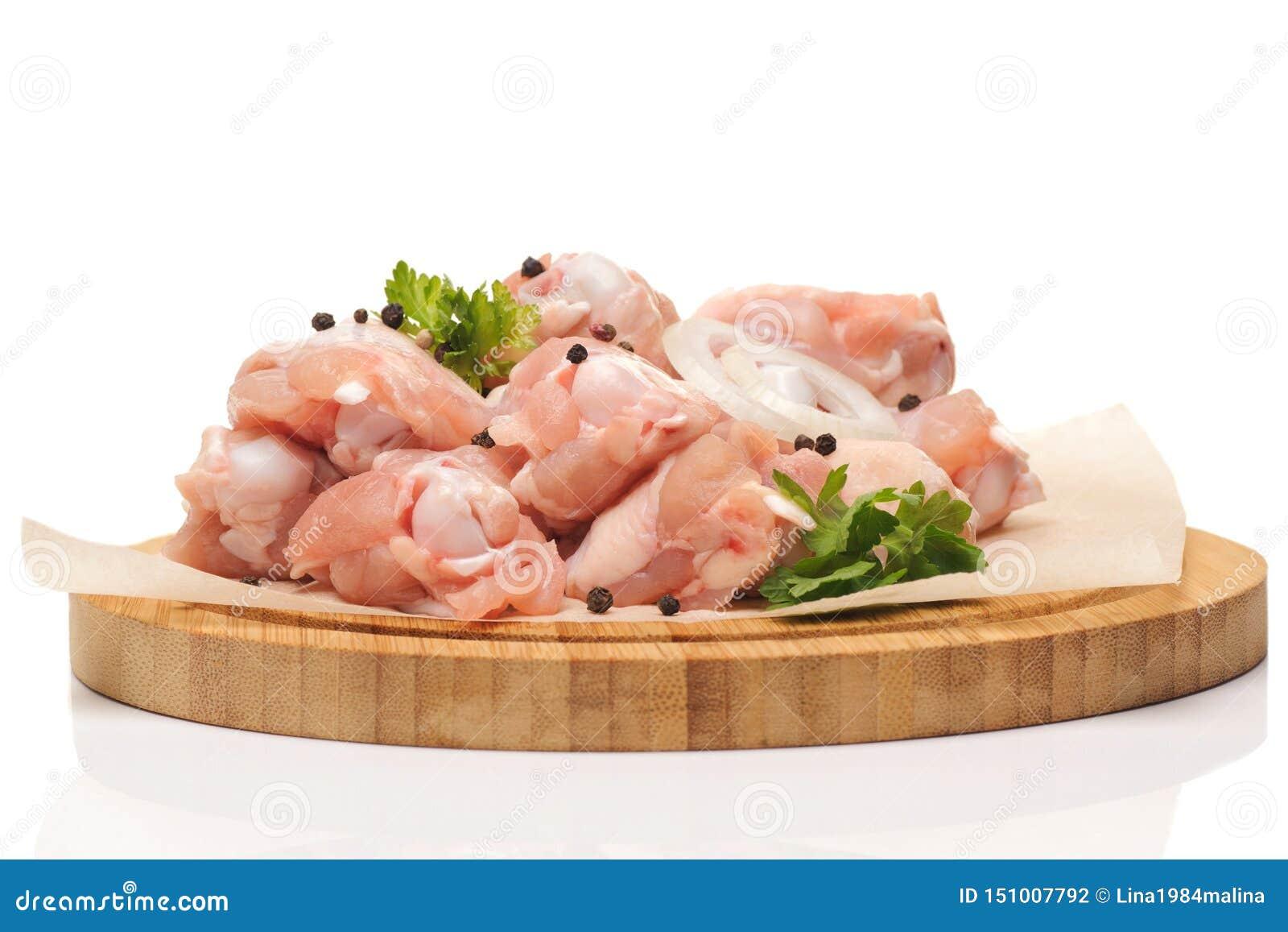 Pollo crudo tagliato