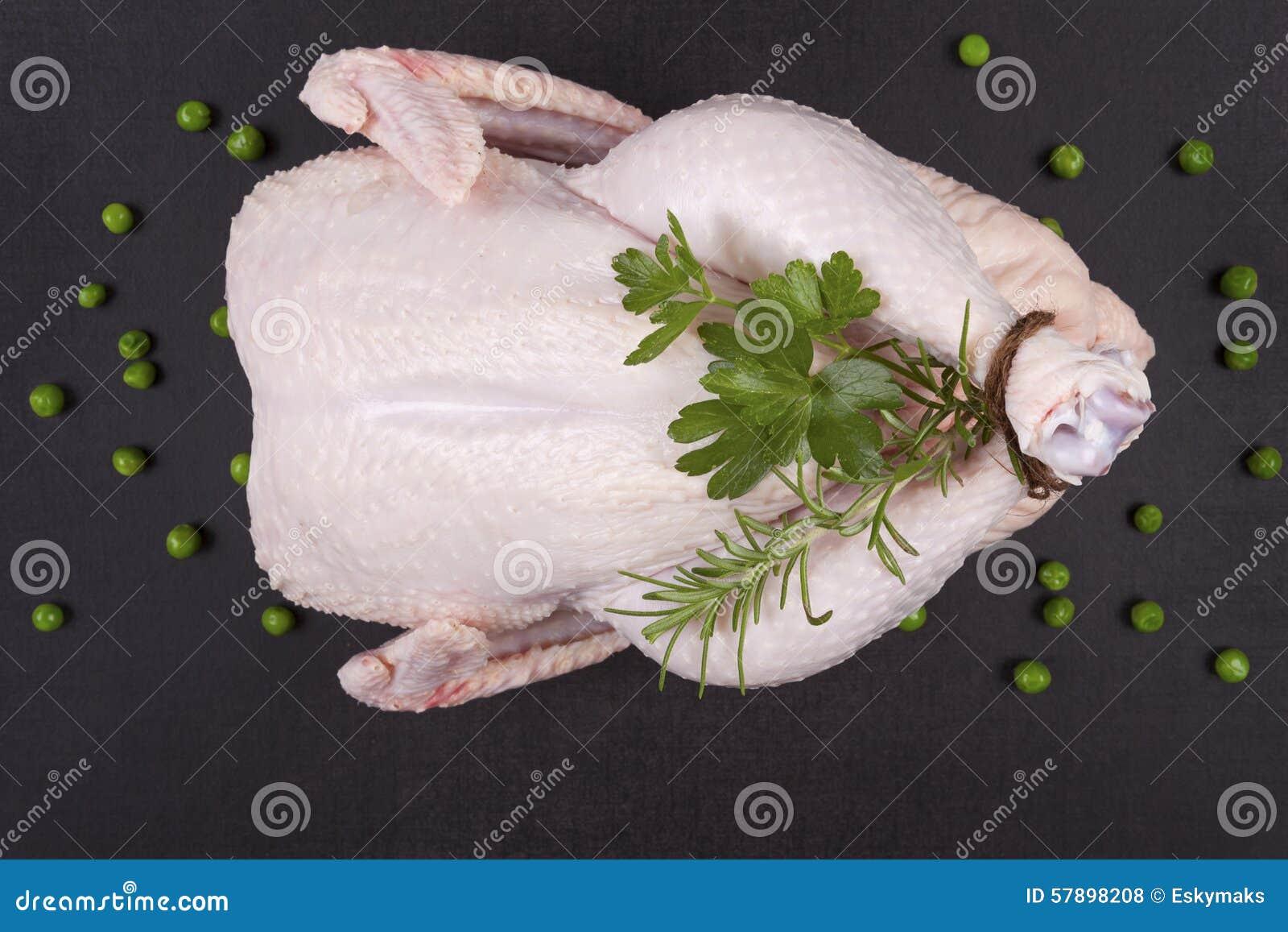 Pollo entero sin procesar