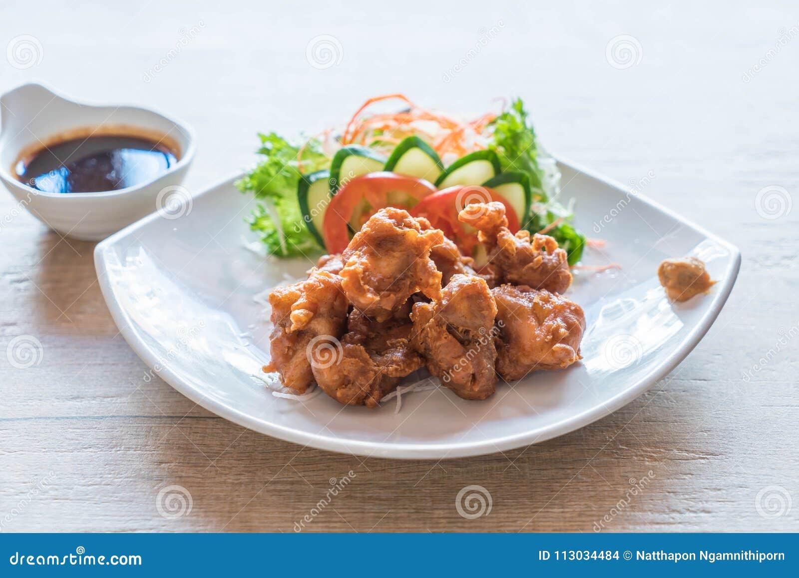 Pollo frito con la salsa del tonkatsu
