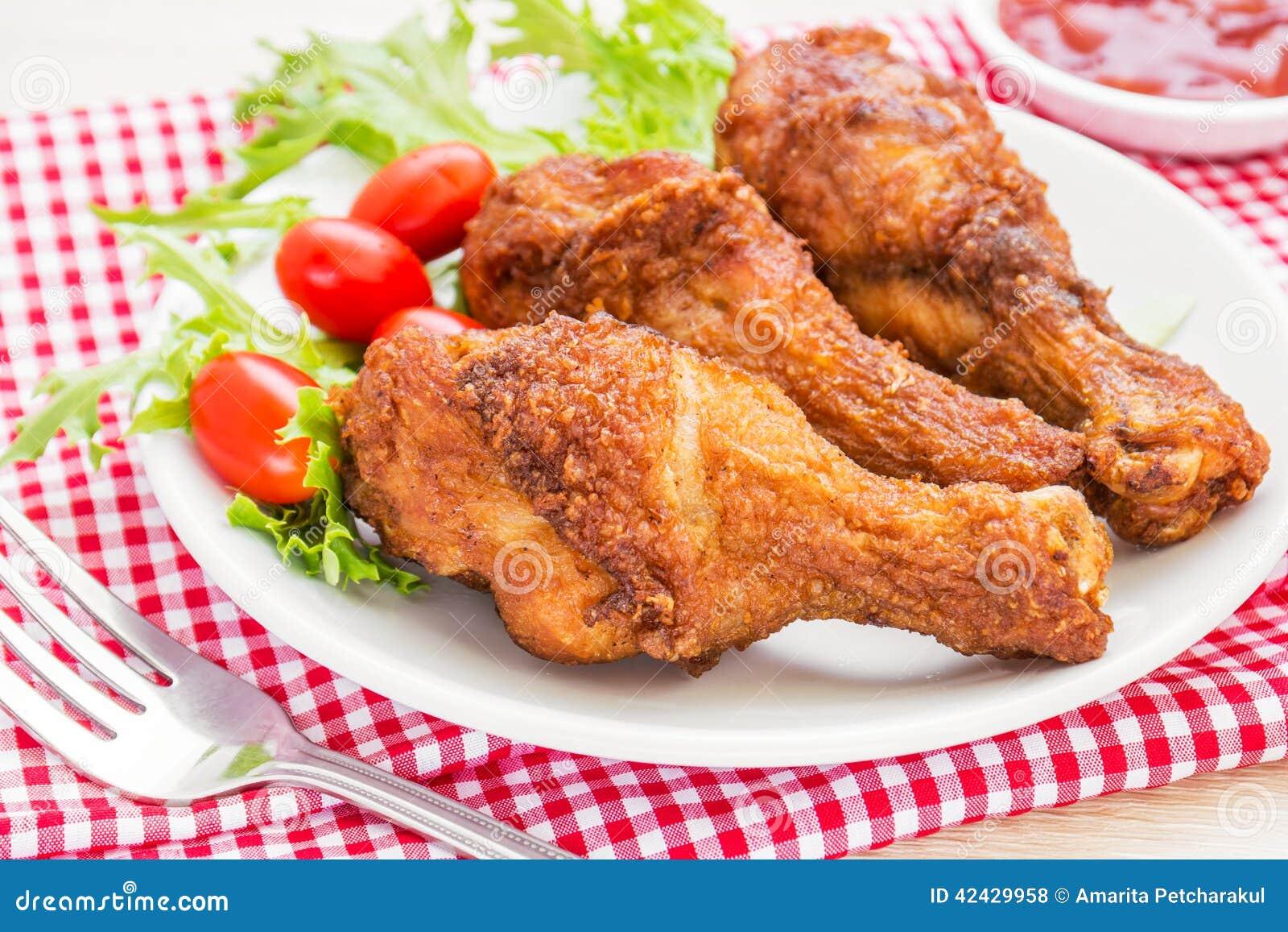 Pollo frito y salsa de tomate