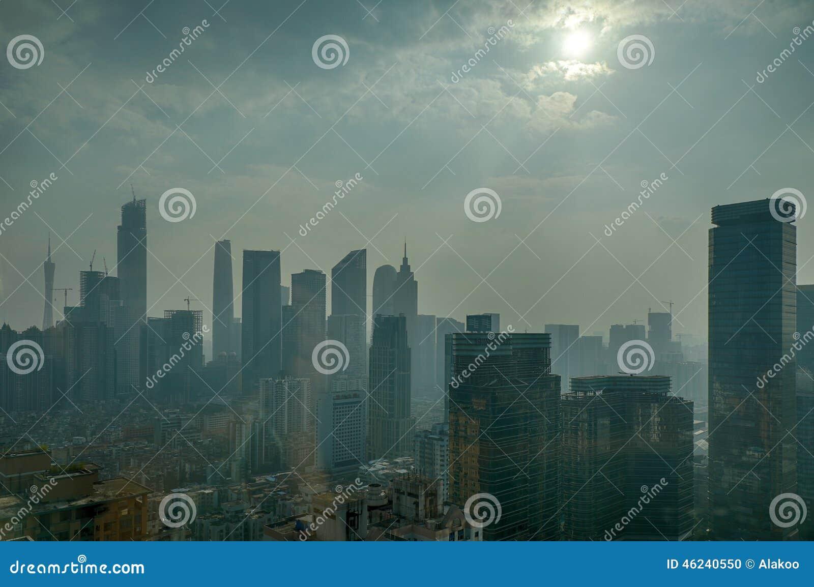 Pollution atmosphérique dans Guangzhou Chine ; contamination d air ; pollution environnementale ; endommagez l environnement ; br