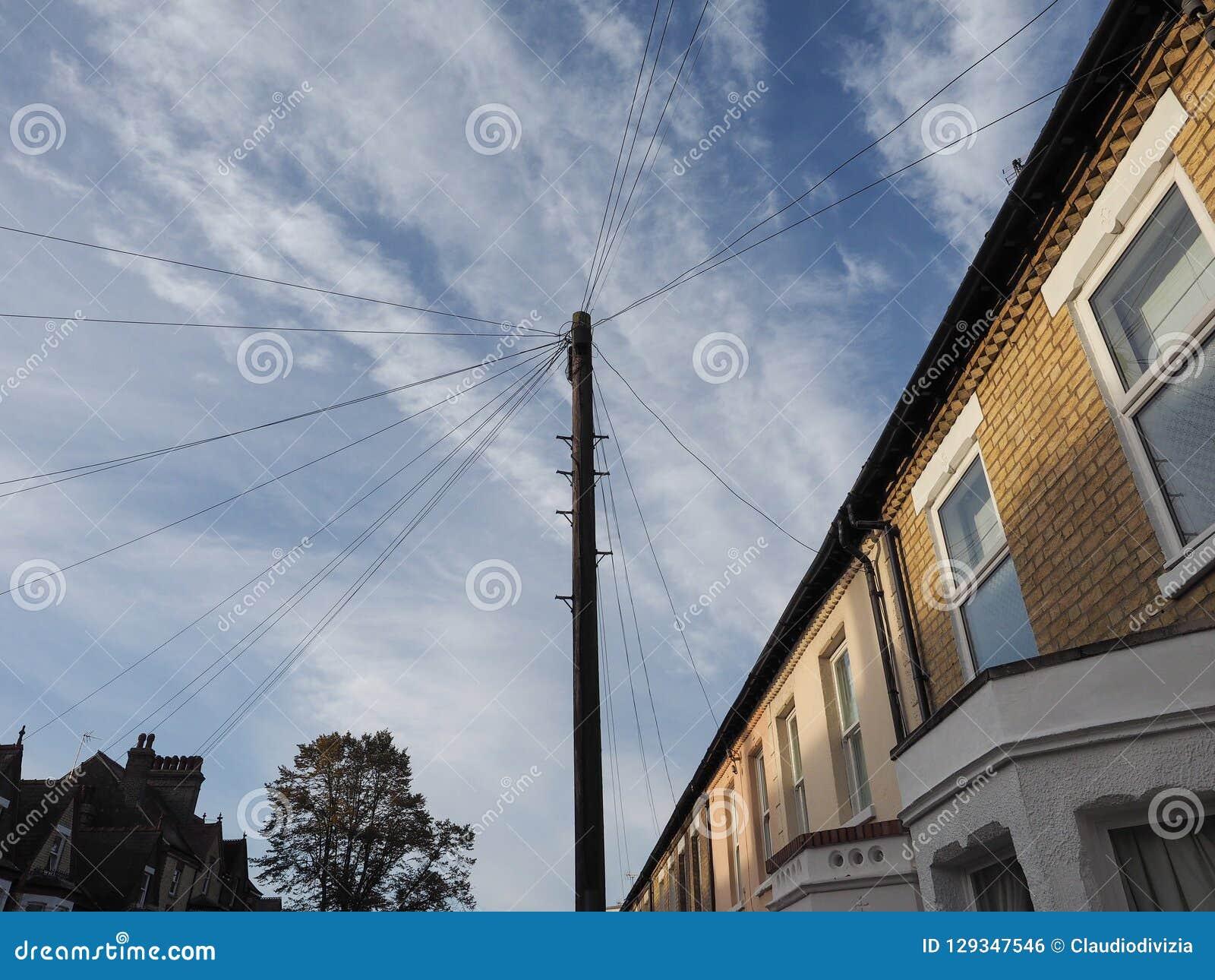 Polo de las telecomunicaciones para los alambres y la fibra óptica