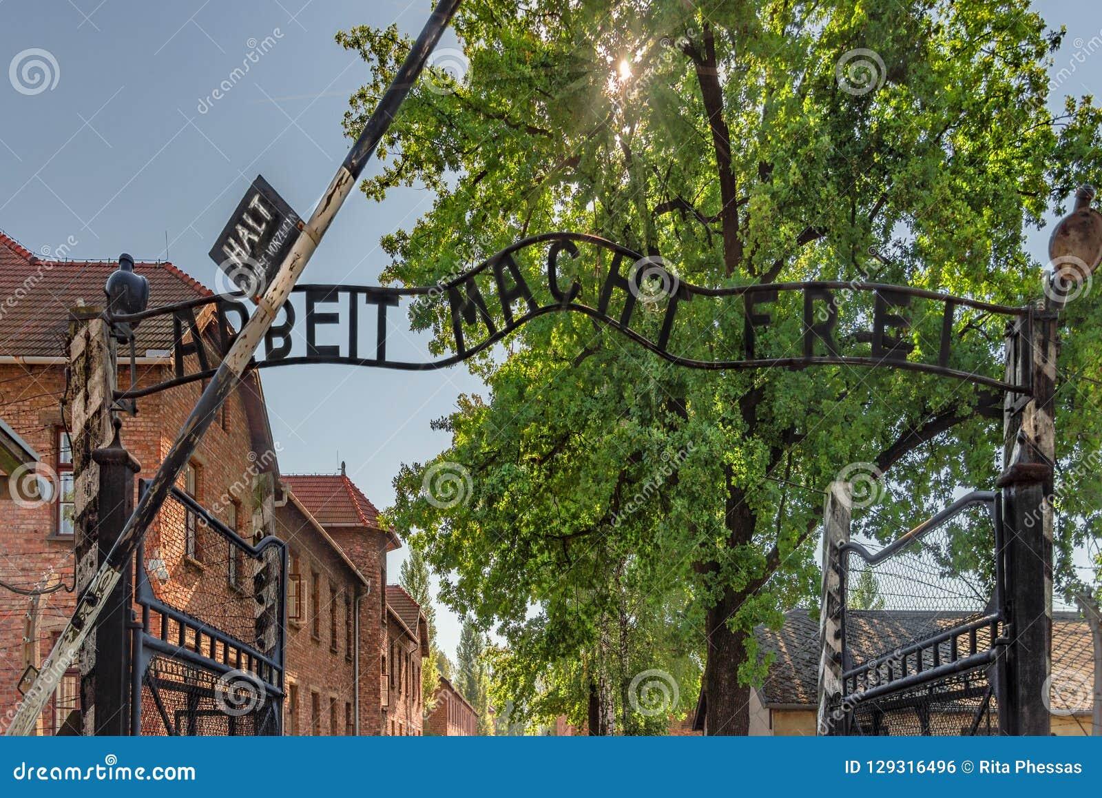 Polska Auschwitz 19-September -2018 widok żelazna brama wejście z szyldowym ` arbeit macht frei od koncentraci c,