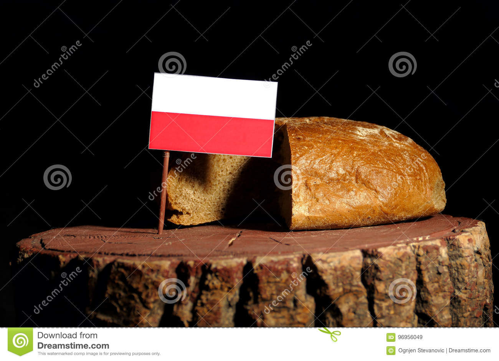 Polska flaga na fiszorku z chlebem