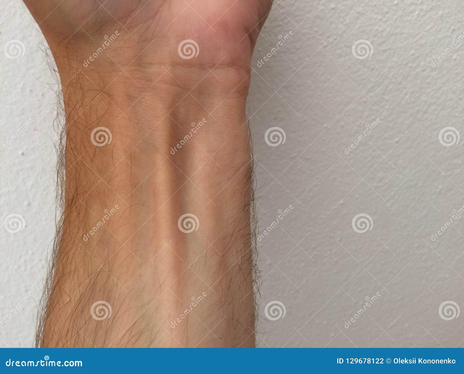 Polso e vene maschii bianchi