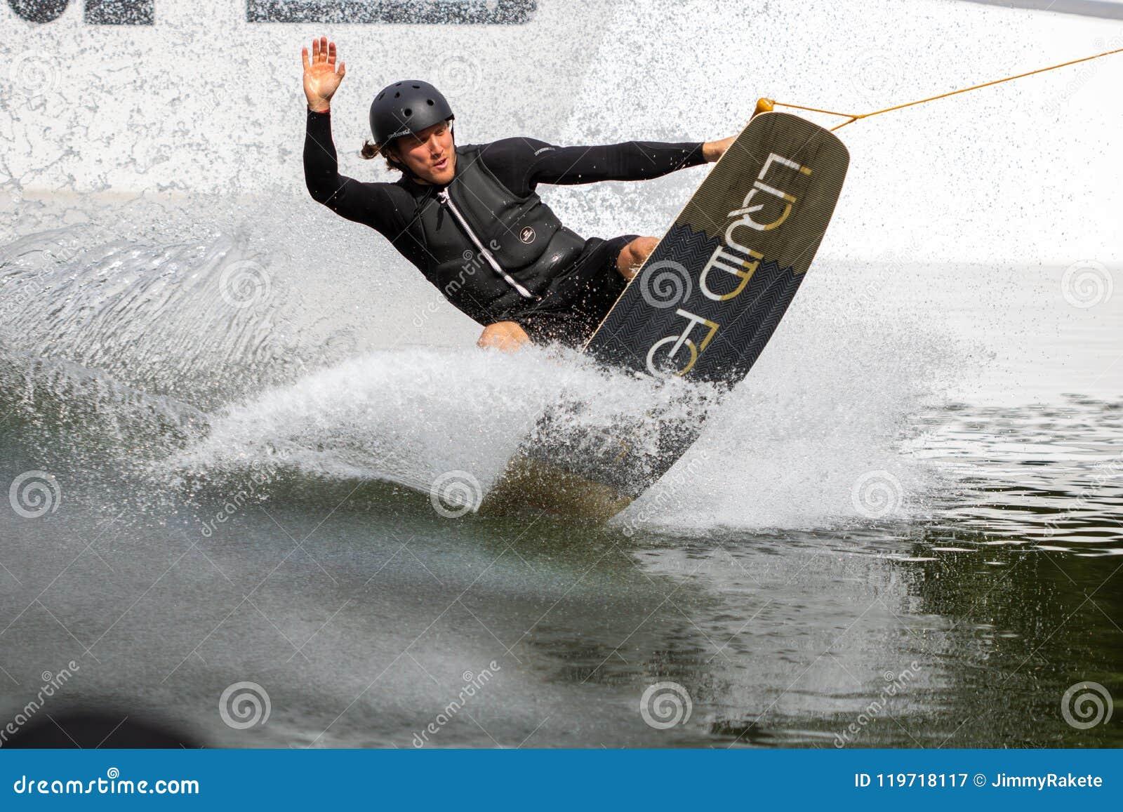 Poltiglia di Monaco di Baviera, Germania, Monaco di Baviera - 06 24 2018: doin del cavaliere del bordo di risveglio