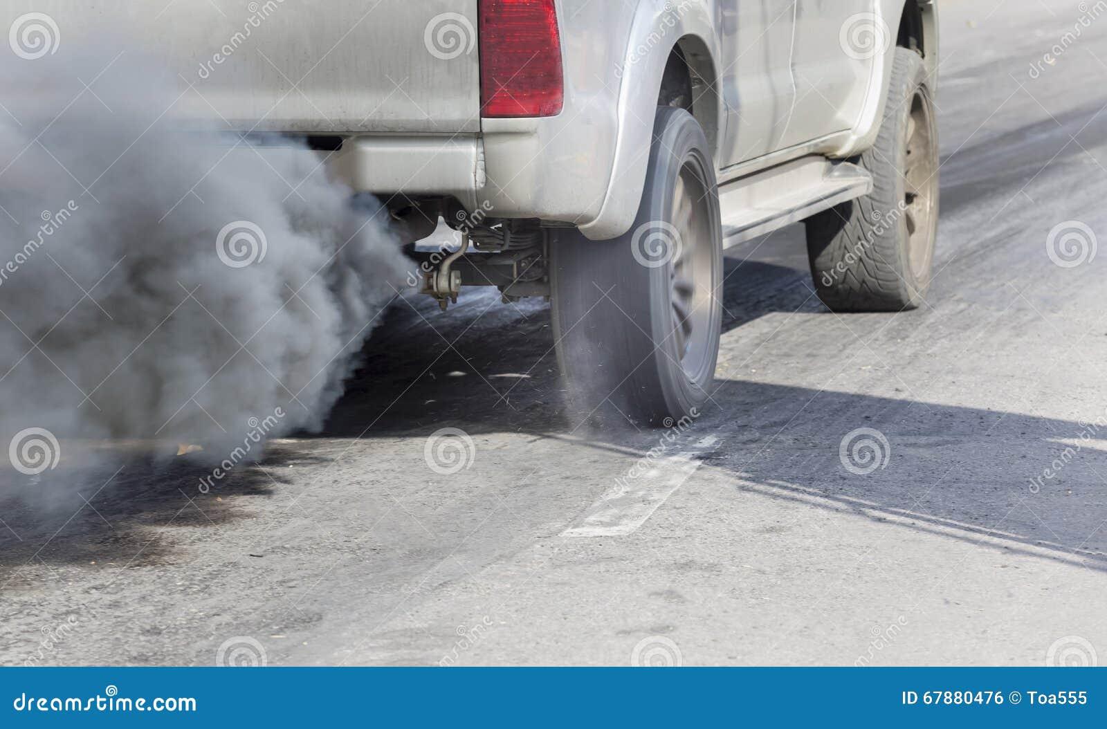 Poluição do ar da tubulação de exaustão do veículo