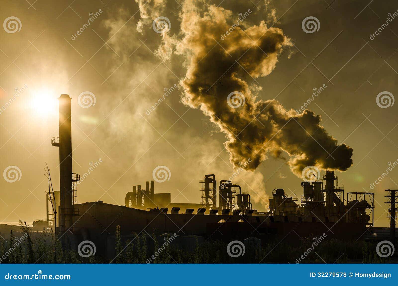 Poluição do ar que vem da fábrica