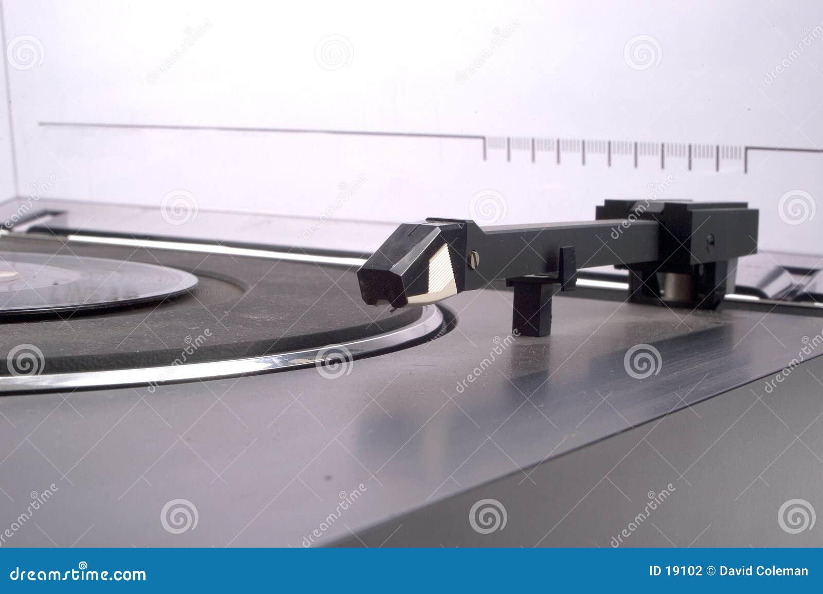 Poluje na gramofon liniowe