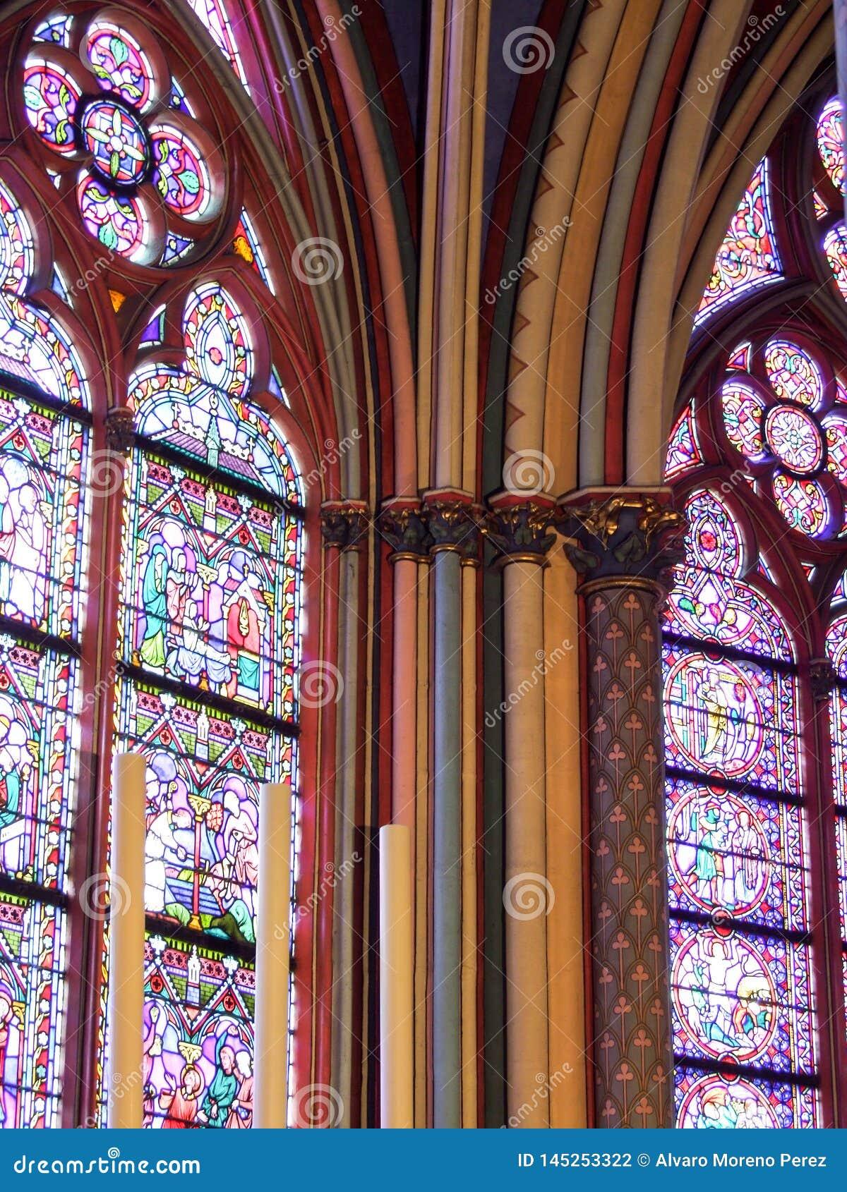 Polychrome kolommen van Notre Dame de Paris