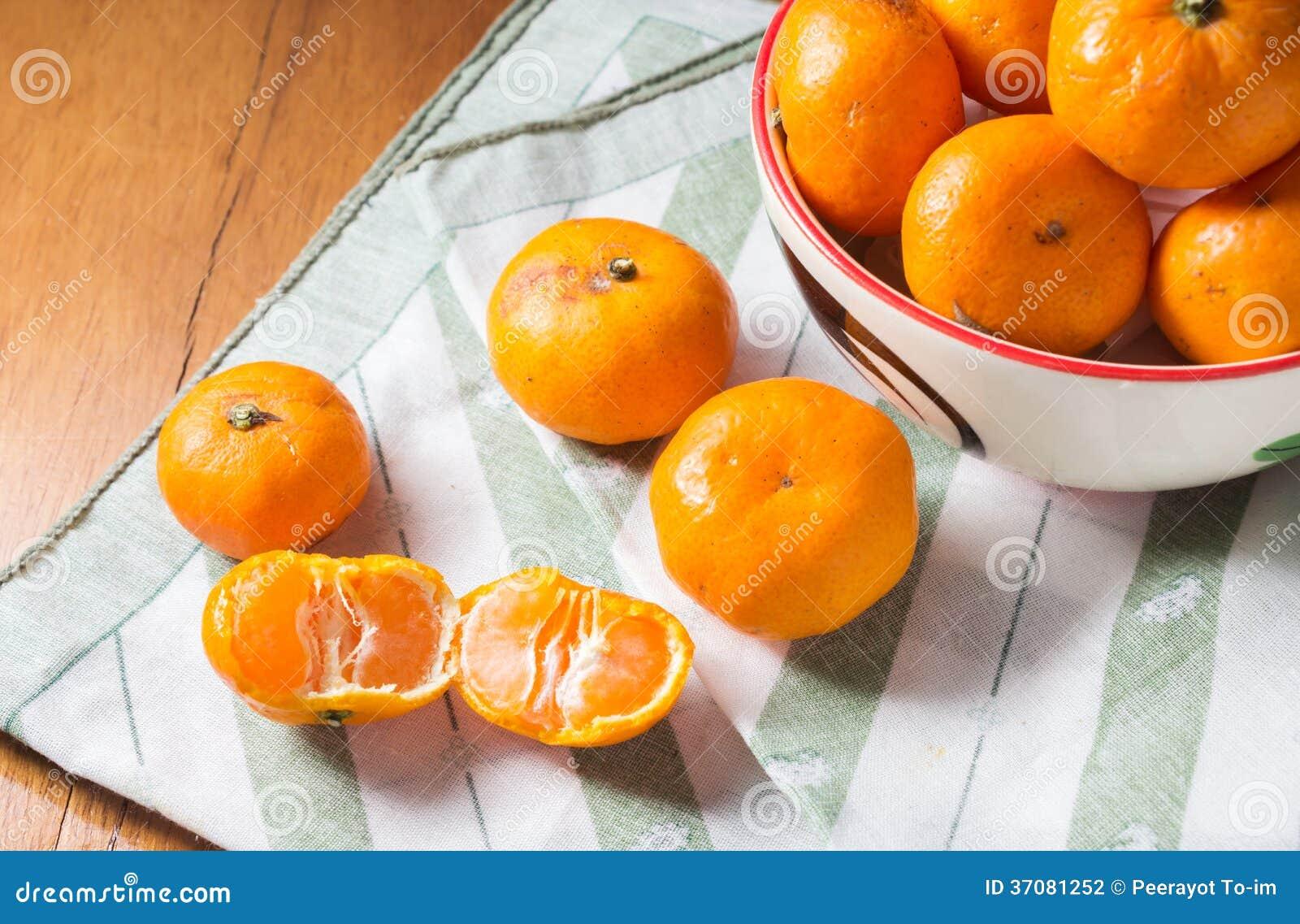 Download Pomarańcze dla jeść. zdjęcie stock. Obraz złożonej z cytrusy - 37081252