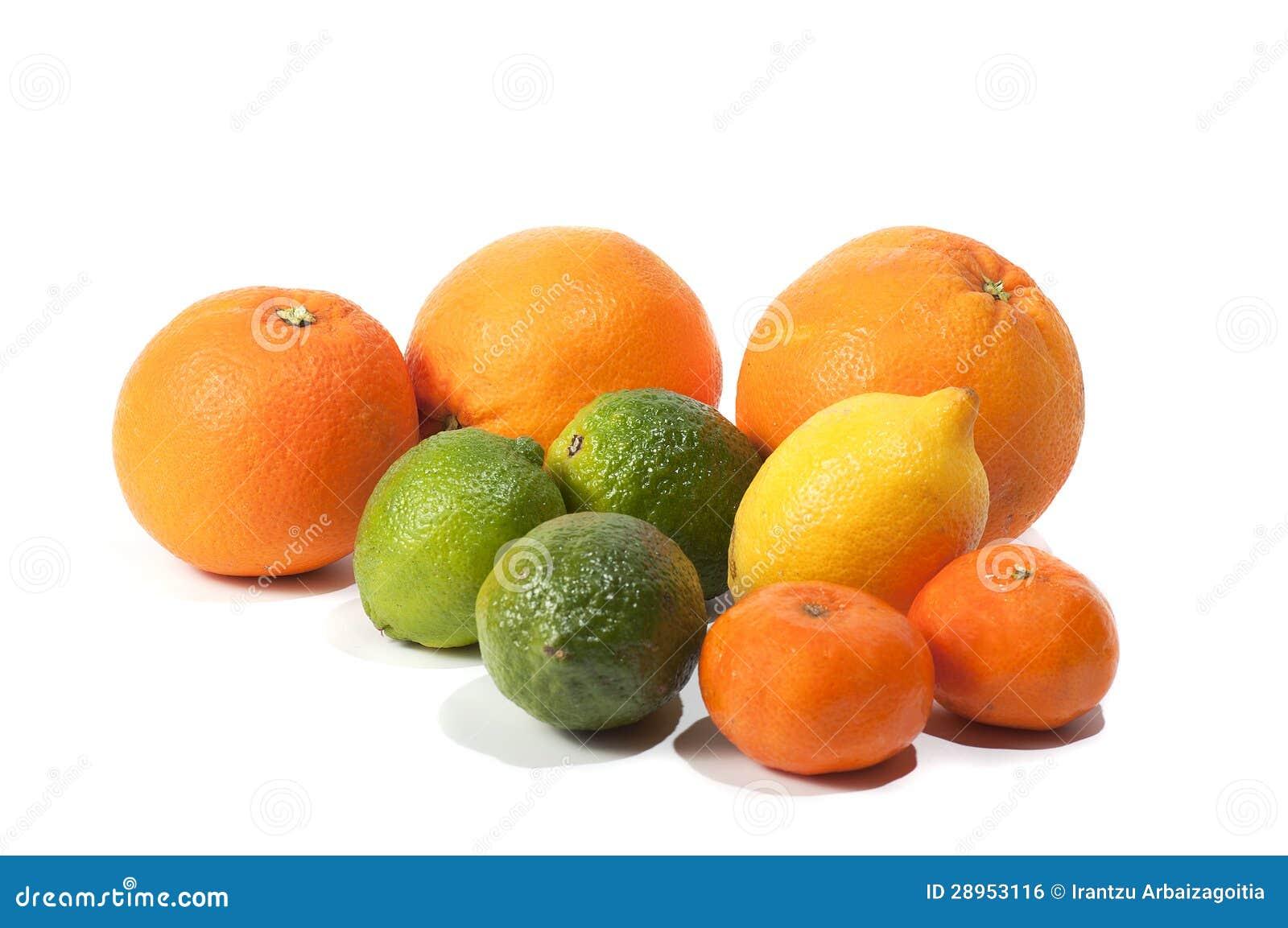 Pomarańcze wapno, tangerines i cytryna, na bielu