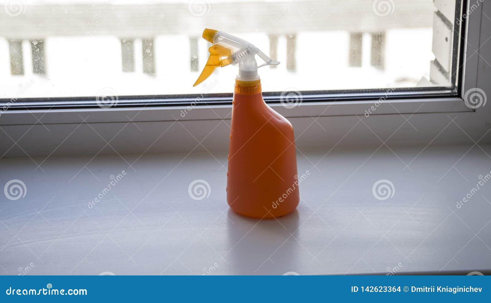 Pomarańczowa natryskownica na wizerunku