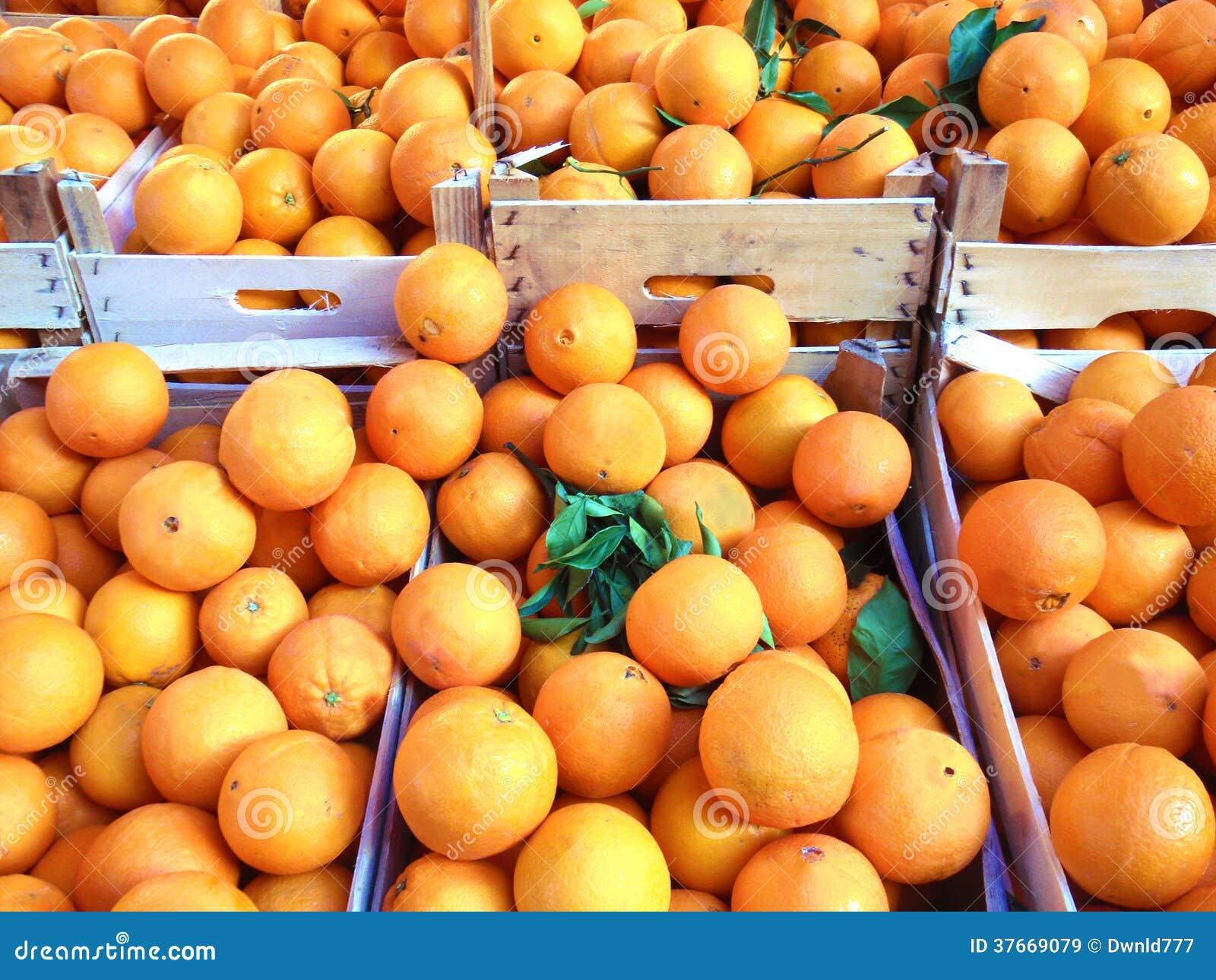 Pomarańczowa owoc na rynku