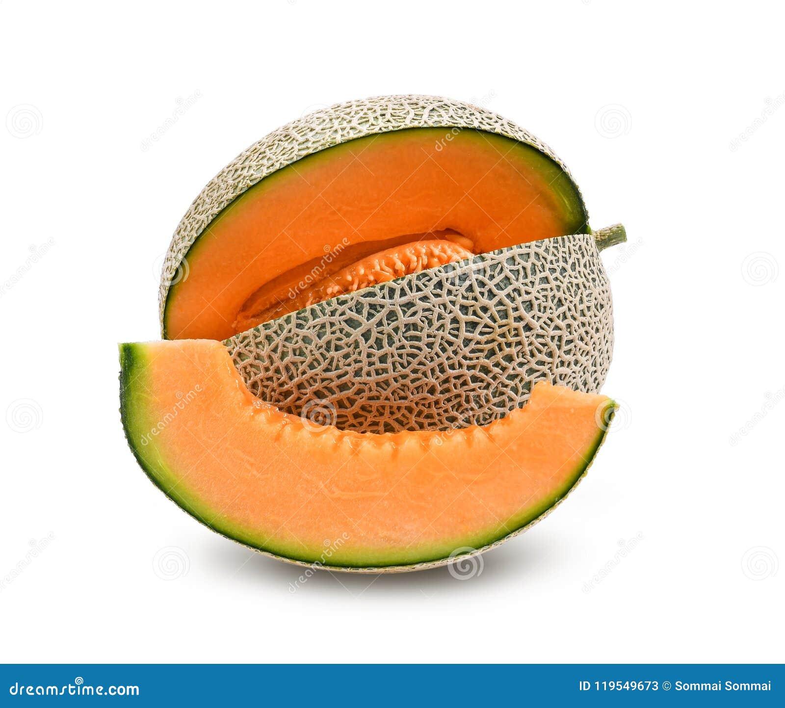 Pomarańczowy melon lub kantalup z ziarnami na białym backgrou