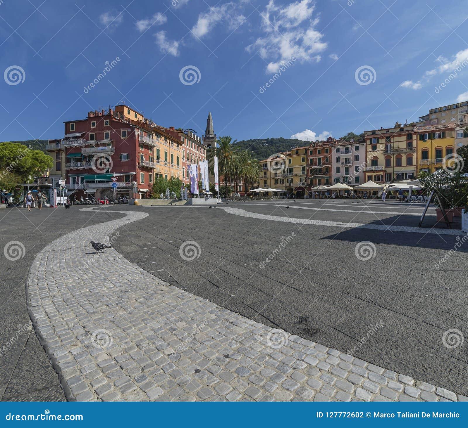 Pombo só na praça Garibaldi em Lerici, La Spezia, Liguria, Itália