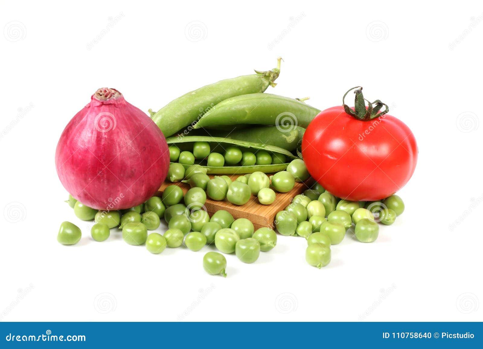 Pomidor cebula i zieleni grochy