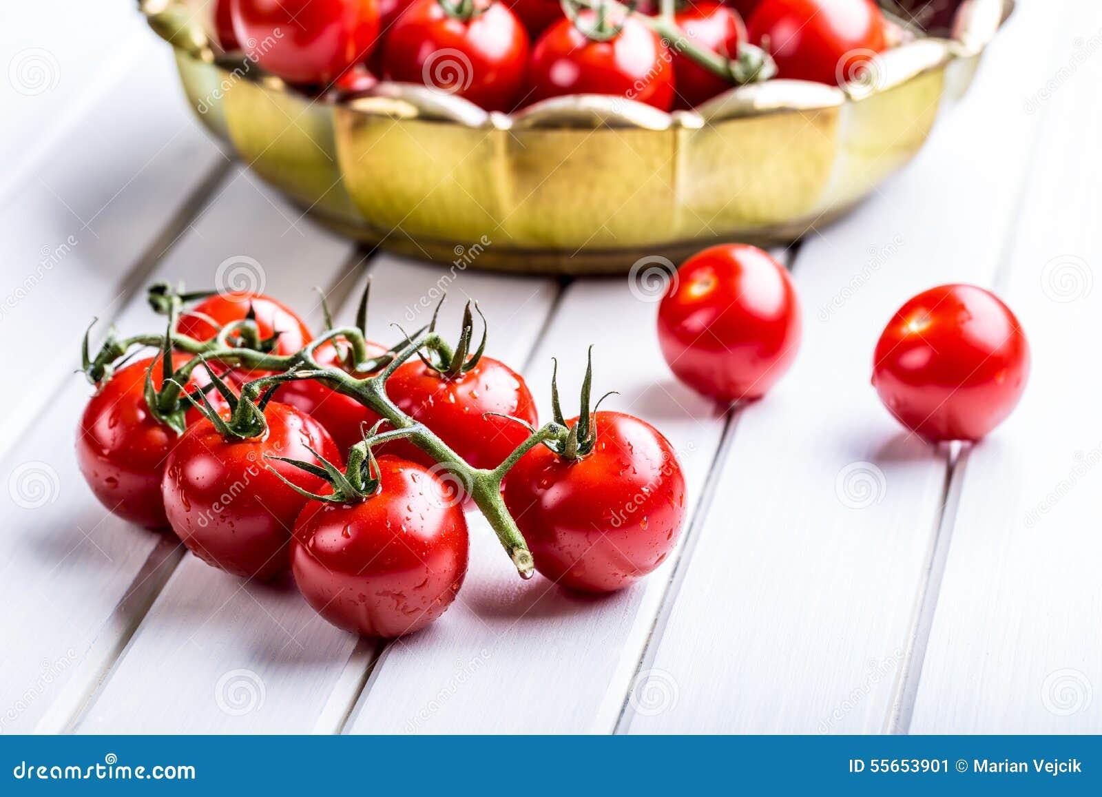 Pomidory Czereśniowi pomidory Koktajli/lów pomidory Świeża gronowa pomidor karafka z oliwa z oliwek